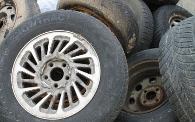 PKW-Reifen mit Felge