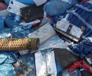 Mischmüll wie alter Teppich Mülltüten Baureste, Baustellenabfall